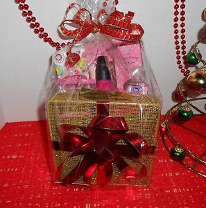 CHRISTMAS GIFT BASKET FOR THE YOUNG LADY